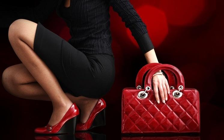 Женская сумка способна разнообразить повседневный образ