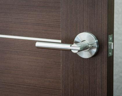 Фурнитура для межкомнатных дверей и нюансы ее установки