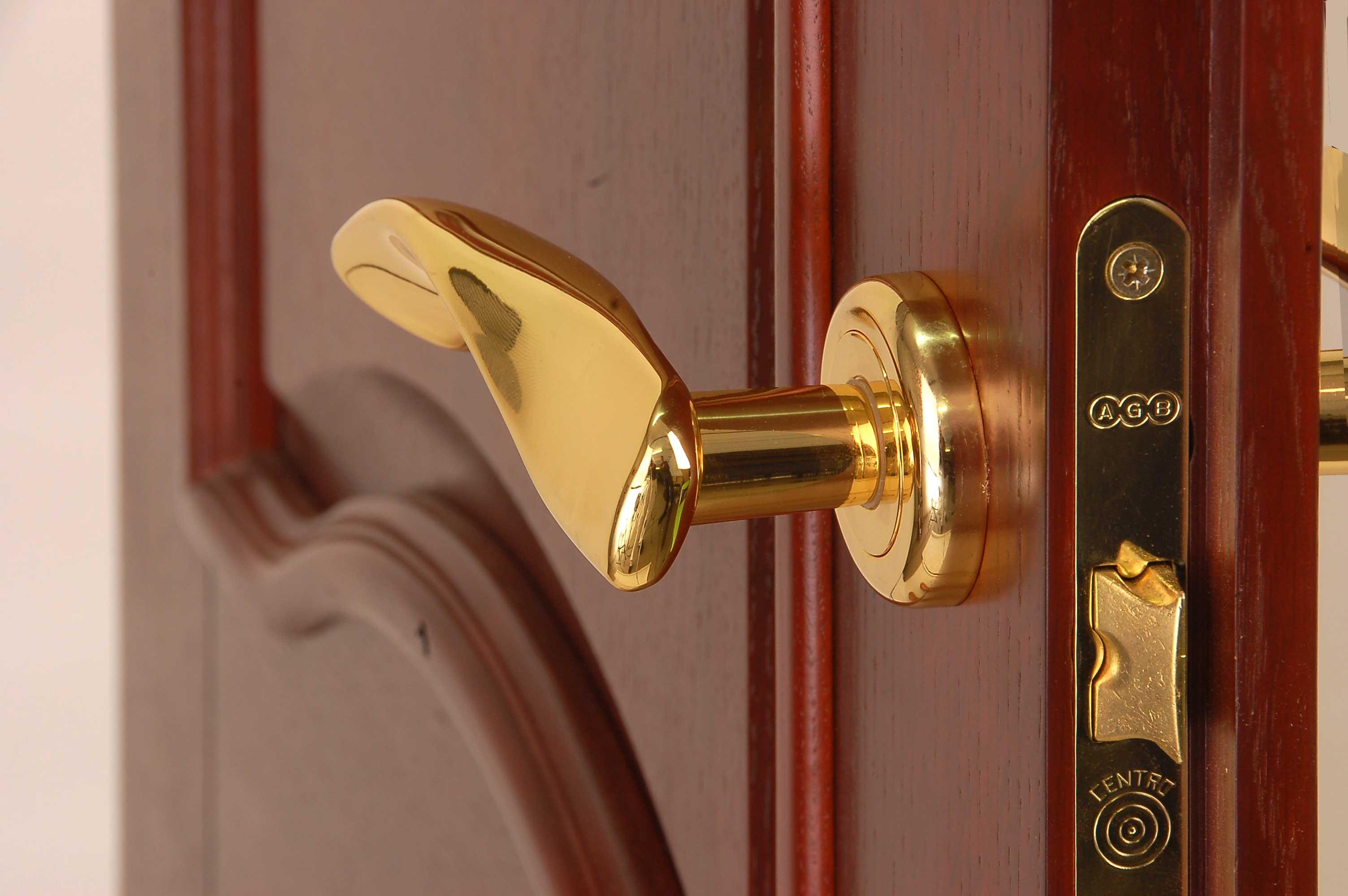 Как быстро выбрать надежную и качественную дверную фурнитуру
